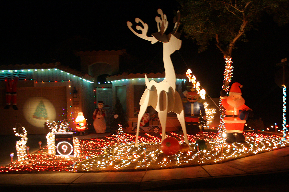 will your christmas decorations win a cash prize the annual holiday homes businesses on parade is in december